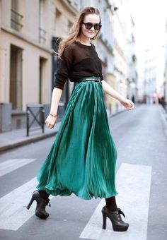 #emerald green pleated maxi skirt. so fly!