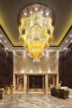 One Park Gubei by Lasvit, a giant suspension lighting. The most luxurious and glamorous lighting project I've ever seen.