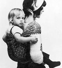 Erika Hoffmann with her twin daughter Lisa, 1972 Madonna, Baby Wearing Wrap, Baby Carrying, Beautiful Pregnancy, Baby Sling, Woven Wrap, Baby Wraps, Mother And Child, Beautiful Children