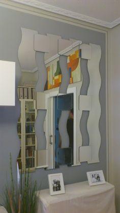Espejo puzzle. Una composición hecha con espejos KRABB y SÖRLI para el recibidor.