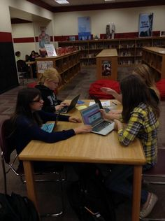 """""""Spartan team War of 1812 research headed into @HaikuDeck @blendspace @prezi @SmorePages and more! @mooresvillems"""""""