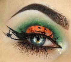 Spooky & Creepy Halloween Eye Make Up Trends 2021 | Modern Fashion Blog Makeup Eye Looks, Eye Makeup Art, Eye Art, Cute Makeup, Eyeshadow Makeup, Halloween Eyeshadow, Amazing Halloween Makeup, Halloween Makeup Looks, Creepy Halloween