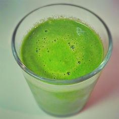 Green smoothie that gives you energy and removes bloat