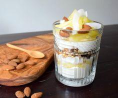 Ontbijt triffle met Griekse yoghurt en ananas