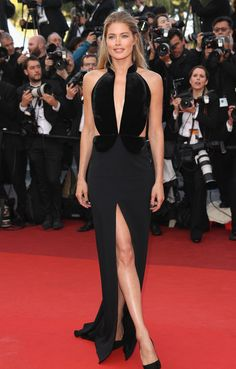 Bella Hadid Stuns at Cannes 2016 Opening Premiere!: Photo Bella Hadid sparkles in a gorgeous beaded gown while at the Cafe Society premiere and opening night gala for the 2016 Cannes Film Festival at the Palais des Festivals… Doutzen Kroes, Celebrity Red Carpet, Celebrity Dresses, Cannes Film Festival, Black Formal Gown, Modelos Fashion, Palais Des Festivals, Cutout Dress, Red Carpet Looks