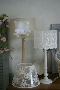 Shabby Chic Crafts, Shabby Chic Decor, Lace Lampshade, Decoration Shabby, Romantic Room, Cool Lamps, Diy Chandelier, Diy Décoration, Vases Decor