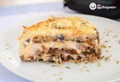 Musaka o moussaka griega Bechamel Recipe, Bechamel Sauce, Italian Lasagna, Greek Cheese, Vegetable Pie, Milk Cake, Famous Recipe, Greek Recipes, Cooking Recipes