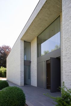 Entrance door - Residence in Pellenberg Belgium by b+ Modern Entrance Door, House Entrance, Facade Architecture, Residential Architecture, Exterior Design, Future House, Building A House, New Homes, Inspiration