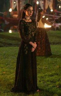 Mary cuts a solitary and elegant figure here in 'The Prince of the Blood'. #Reign #Season2