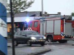 Brandweer van Bergen op Zoom TS 7234 en HW 7252 onderweg voor woningbran...