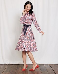 With statement prints and proper pockets, this long-sleeved shirt dress is the flattering fit-and-flare shape which you NEED in your wardrobe. There's a discreet no-peek button placket, and the grosgrain belt means you can style it your way.