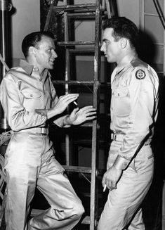 Frank Sinatra and Montgomery Clift behind the scenes of From Here to Eternity Frank credited Monty with coaching him in his first important dramatic role after a lightweight career in musicals and less dramatic roles. Old Movie Stars, Classic Movie Stars, Vintage Hollywood, Classic Hollywood, Lee Strasberg, Montgomery Clift, Anne Bancroft, Faye Dunaway, Actor Studio