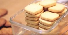 These brilliant cookies are taking the internet by storm: 3 ingredients and ready in no time Milk, butter and sugar — these ingredients sound rather simple. Nevertheless, it's these three ingredients that are making up a Easy Cookie Recipes, Sweet Recipes, Baking Recipes, Dessert Recipes, Yummy Recipes, Baking Desserts, Bar Recipes, Cookie Ideas, Keto Desserts
