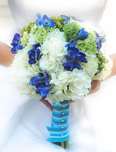9 Cheap And Easy Tricks: Tropical Wedding Flowers Beach Themes wedding flowers spring Flowers Centerpieces Tin Cans october wedding flowers floating candles. Bridal Bouquet Blue, Diy Wedding Bouquet, Bridesmaid Flowers, Blue Bridal, Blue Flower Arrangements, Flower Centerpieces, Flower Bouquets, Cheap Wedding Flowers, Wedding Ideas