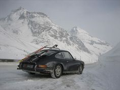 Porsche 911 with ski and snow!: