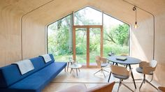 Une maison en carton ? L'idée semble saugrenue et le projet plus que fragile et pourtant la WikkelHouse est une maison aussi solide que performante. Une maison recyclable pour 3 900€ par module à construire en une journée, qui dit mieux ?