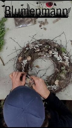 Bird Nest Craft, Bird Crafts, Nature Crafts, Easter Crafts, Flower Shop Decor, Picture Frame Art, Deco Floral, Egg Decorating, Easter Wreaths