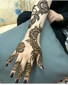 You've got an ocean of henna designs before you, and you can grab your most favorite one. Though it is a small body part, a henna on it looks simple yet elegant. Among all wrist tattoos, henna flower are believed to be the most well-known ones. Henna Hand Designs, Henna Flower Designs, Mehndi Designs Finger, Arabic Henna Designs, Mehndi Designs Book, Mehndi Designs 2018, Modern Mehndi Designs, Mehndi Designs For Girls, Mehndi Designs For Fingers