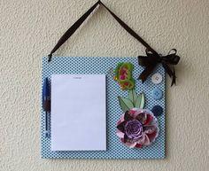 Bloquinho para anotações decorado com papéis de scrapbook, botões, adesivo de borboleta, laço .  Alça de fita cetim para pendurar no local desejado. R$ 29,00