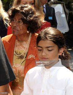 Katherine Jackson and Blanket Jackson attend the Jackson Family donation event at Children's Hospital Los Angeles on August 2011 in Los Angeles, California. Jackson Family, Jackson 5, Michael Jackson, Paris Jackson, August 8, Celebrity Pics, The Jacksons, We Are Family, Labyrinths