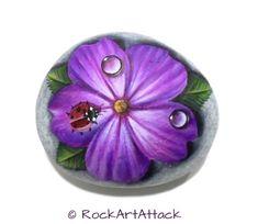 Pintado a mano de piedra mariquita con gotas en por RockArtAttack