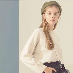 Picture of Sonya Kulakova Aesthetic People, Aesthetic Girl, Girl Pictures, Girl Photos, Pretty People, Beautiful People, Mode Outfits, Fashion Outfits, Ulzzang Girl