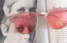 Vintage Rosa CLUBMASTER Sunglasses.retro. bunte Farben. Urban. Hipster. Gold. Schattierungen. Indie. schicke. Rosa. Sonnenbrille. Boho. Maschinen und Geräte. von retroandme auf Etsy https://www.etsy.com/de/listing/474845491/vintage-rosa-clubmaster-sunglassesretro