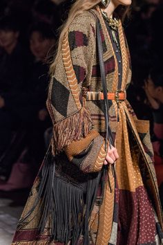 Etro at Milan Fashion Week Fall 2018 - Details Runway Photos Fashion Week, Runway Fashion, Boho Fashion, Spring Fashion, Fashion Trends, Milan Fashion, Ankara Fashion, Tribal Fashion, Fashion Vintage