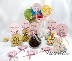 Un set elegant de 10 etichete roz cu fundita si perla  pentru candy bar.