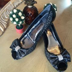 """J Reneé peep toe pump in excellent condition! Patent leather and silver metallic fabric peep-toe pump with 2.5 inch heel. Unique """"prism-shaped"""" heels.  Rhinestones on the beautiful bows. Lots of shine; very glam. Bundle for 10% off on 2 items! ✅ J. Reneé Shoes Heels"""