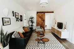 Entire home/apt in Edmond, United States. Black Sofa Living Room Decor, Black And White Living Room, Simple Living Room, Boho Living Room, Living Room Sofa, Black Leather Sofa Living Room, Living Area, Black Leather Couches, Living Room And Bedroom In One