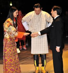 Bhutan's King Jigme Khesar Namgyel Wangchuck (C) and Queen Jetsun Pema (L) are greeted by Japanese Crown Prince Naruhito (R) upon their arrival at the Imperial Palace for the state dinner in Tokyo, November 16, 2011. (AP)