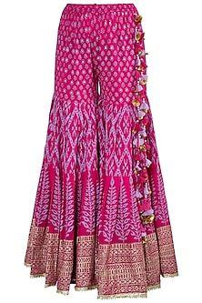 Maayera Designer , Collections at Pernia's pop up shop Gharara Designs, Salwar Designs, Kurti Designs Party Wear, Blouse Designs, Indian Fashion Designers, Indian Designer Outfits, Indian Outfits, Designer Dresses, Designer Sarees