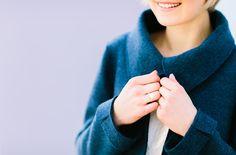noni noni Brautkleider 2017 | Brautjacke für die Winterhochzeit zum Brautkleid mit Tüllrock und schmalen Trägern (www.noni-mode.de - Foto: Le Hai Linh)