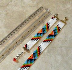 off loom beading techniques Beaded Hat Bands, Diy Beaded Bracelets, Bracelets Design, Embroidery Bracelets, Seed Bead Bracelets, Silver Bracelets, Colorful Bracelets, Bracelet Set, Handmade Bracelets