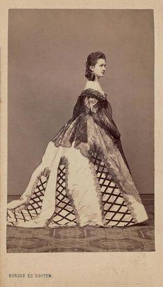 1c3eb36d44fcb9 la gatta ciara  Мантилья в XIX веке. Victorian Era Fashion