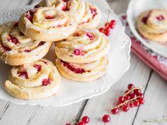 Fluffig, cremig, fruchtig: Puddingschnecken mit Johannisbeeren