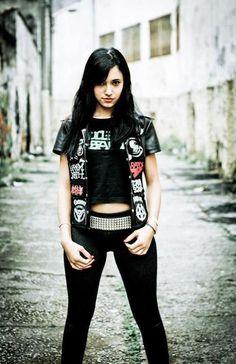 Metal Chick .))