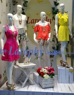 Del Carmen by Sarruc: VITRINES E TENDÊNCIAS PRIMAVERA-VERÃO 2014/2015 Boutique Decor, Boutique Clothing, Fashion Boutique, Boutique Window Displays, Store Window Displays, Clothing Store Displays, Fashion Showroom, Fashion Displays, Store Layout
