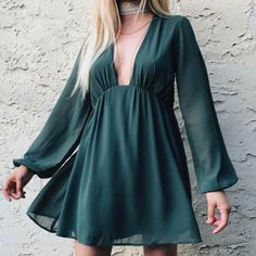 Show Me Your Mumu's Dakota Dress features a plunging neckline, long balloon sleeves, and an easy brezy silhouette in a chiffon fabrication.   Made in USADry Clean Only100% Poly ChiffonFit Guide:Model