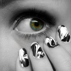 Ida-Marian kynnet / Black and white dry marble nails / #Nails #Nailart #Eye