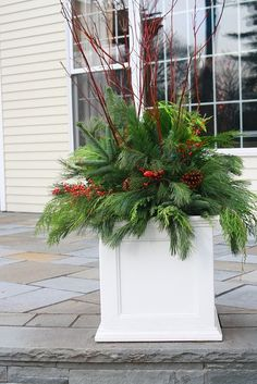 xmas outdoor planters | Pretty Christmas planter | christmas -- outdoor projects