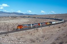 https://flic.kr/p/prfWgB | Ludlow warbonnets | Another Westbound Z train heads west at track speed through Ludlow California