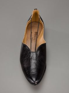 If you go 'pointy' make sure the leather is real soft to stretch out a bit.  Rue de Beautreillis