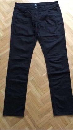 Mein Schwarze Stoffhose Größe 42 H&M von H&M! Größe 42 / L / 14 für 7,00 €. Sieh´s dir an: http://www.kleiderkreisel.de/damenmode/rohrenhosen/150933439-schwarze-stoffhose-grosse-42-hm.
