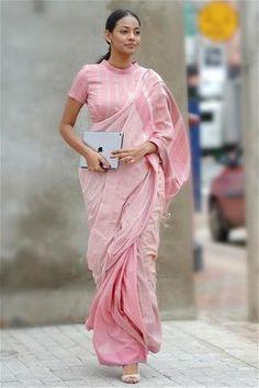 Cotton Saree Blouse Designs, Fancy Blouse Designs, Blouse Neck Designs, Formal Saree, Modern Saree, Stylish Blouse Design, Saree Trends, Stylish Sarees, Saree Look