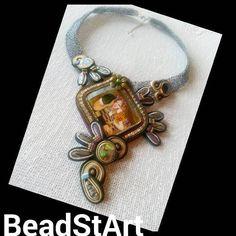 Halskette aus gehäkeltem Draht mit Soutache Element und Handgemalte-Miniature auf Perlmutt von BeadStArt auf Etsy