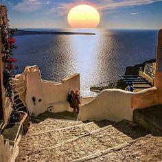 SANTORINI. Stairs, sea and the sun ☀️