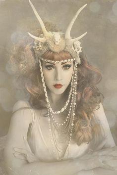 bf2433cf461901153cef96d45aaa34ef A Glamorous Headdress   the Hair Band