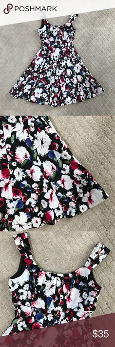 Black House White Market Floral Sleeveless Dress Beautiful red white blue and black Floral Black House White Market dress. Thick and very flattering fabric. The skirt flares out a bit and is darling on. Great condition. White House Black Market Dresses